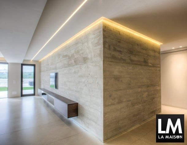 Casa-bellissima-Romeo-Giulietta-parete-cemento-armato-televisore ...