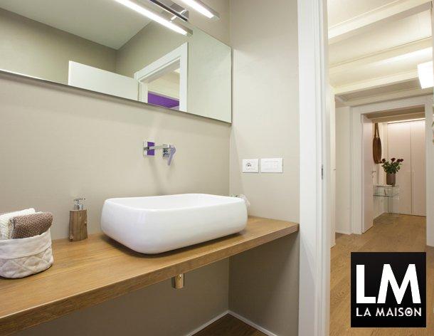 In casa di vittoria la maison e lifestyle magazine - Bagno pavimento legno ...