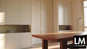 arredo-interni-risolvere-problemi-di-spazio-rimodernare-porta-scorrevole-ad-arco-tavolo-in-legno