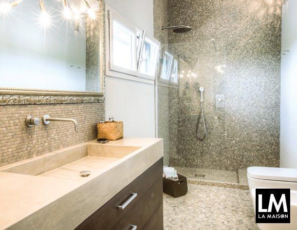 Bagno camera da letto doccia mosaico travertino romano senese finestre lavabo specchio cornice - Finestre a specchio ...