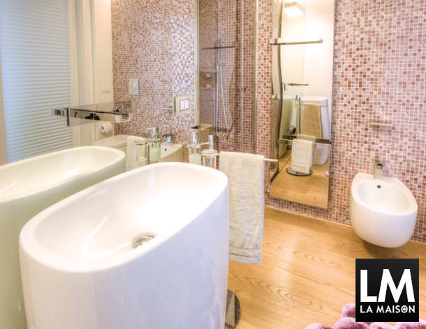 casa-bagno-giorno-rivestimento-in-mosaico-tonalita-rosa-lavanda ... - Bagni Moderni Rosa