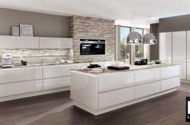 Kitchen House, modello Lux (Kitchen House)