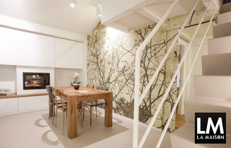 la-maison-soggiorno-bianco-con-parete-disegno-albero-pavimento-in ... - Disegni Su Pareti Soggiorno 2