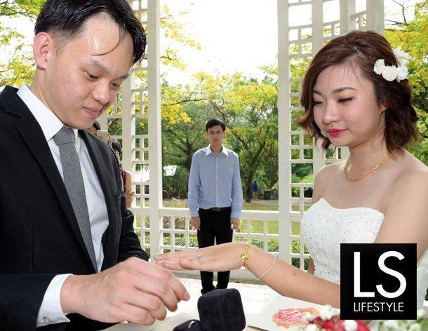 occhio-al-fotografo-matrimonio-fotografie-orrende-sposi-anello-610x472